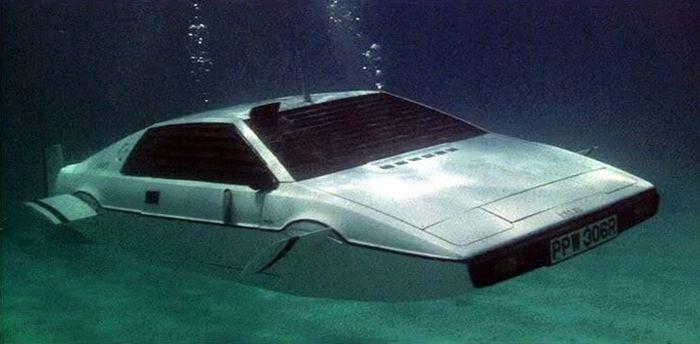 James Bond White Lotus