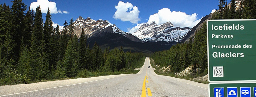 Icefields Parkway between Banff and Jasper in Alberta