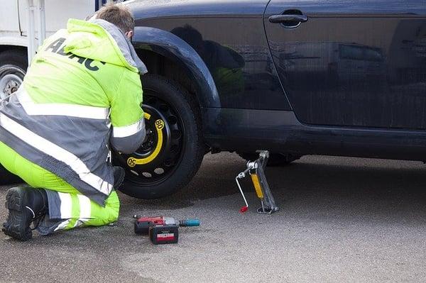 flat-tire-76563_640